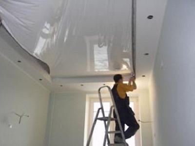 Монтаж натяжного потолка - натягивание полотна